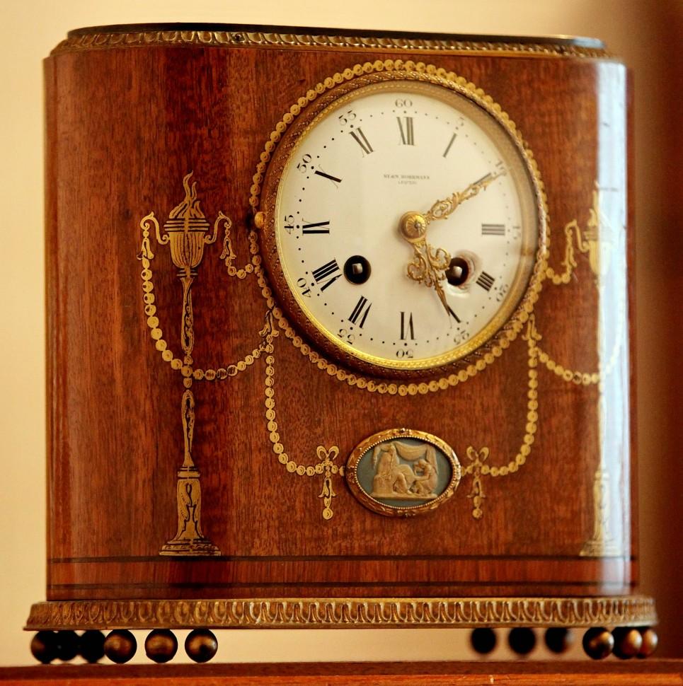Настольные часы - отличный подарок руководителю! статьи и 5